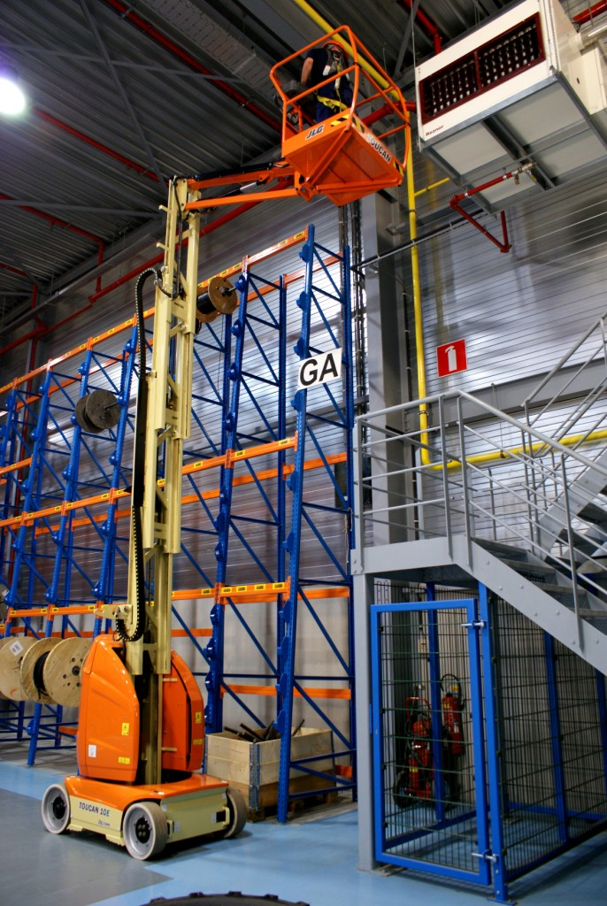 jlg-toucan-10e-10-10m-electric-cherry-picker
