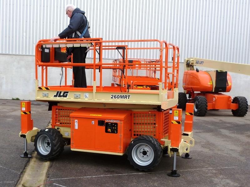 Diesel-Scissor-Lift-JLG260MRT